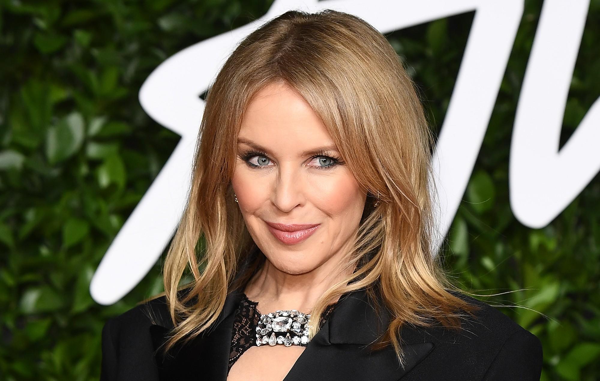 Mohoi fejesën, por Kylie Minogue paska nisur përgatitjet për dasmën