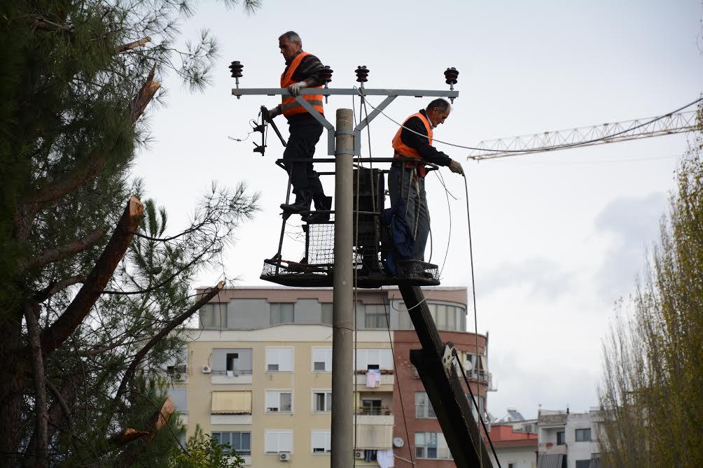 OSHEE punime, ndërprerje të energjisë elektrike në disa zona të kryeqytetit
