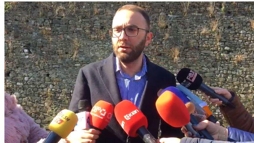 """""""Ne jemi model ndryshe nga Taulant Balla"""", Bardhi thotë se po kërcënohen në Elbasan"""