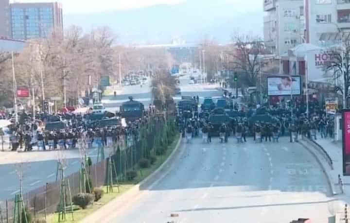"""Dhunë e arrestime, bilanci i protestës në Shkup dhe çfarë është rasti """"Monstra"""" që ngriti shqiptarët?"""