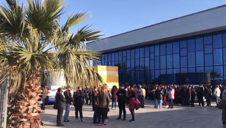 300 punonjësit e një fasonerie në Lezhë protestë për mungesën e energjisë
