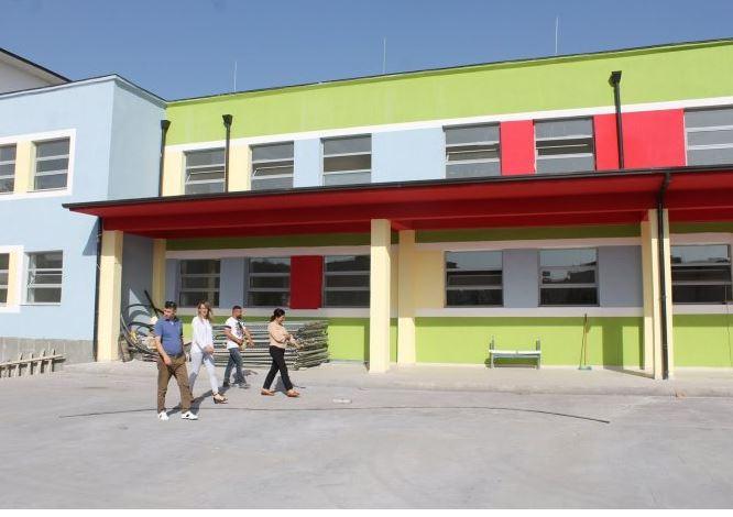 8 mësues të infektuar me Covid, mbyllet shkolla 9-vjeçare në Patos