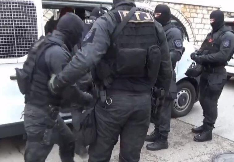 Drogë nga Shqipëria, 24 të arrestuar në Mal të Zi, sekuestrohen 500 kg kanabis, makina, skaf e armë