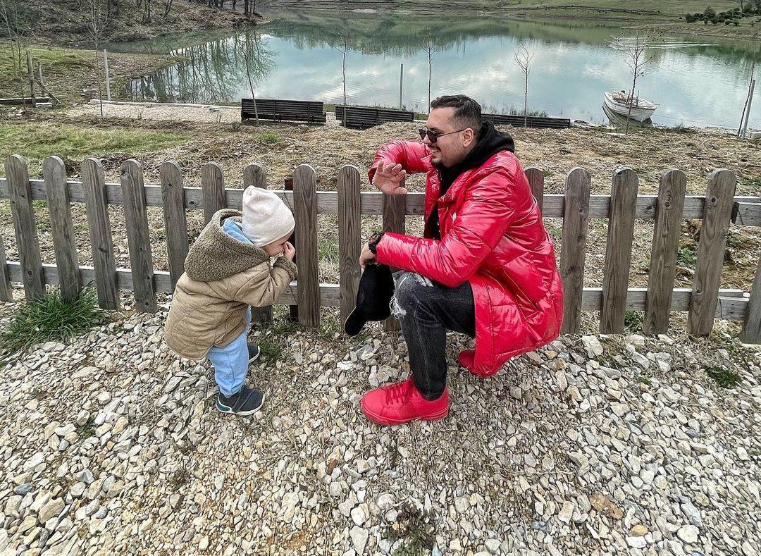 Djali i Visjan Ukcenaj ka nisur të gatuajë, ka një kërkesë për të atin: Mos më nxirr në Instagram
