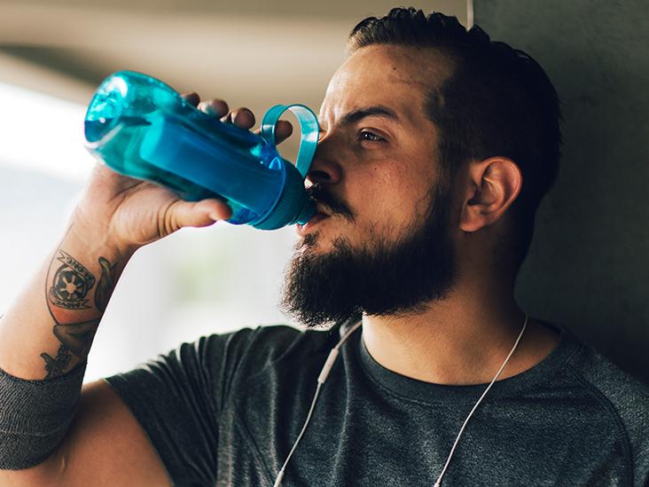 Nëse pini më shumë ujë sesa duhet do të keni këtë problem!