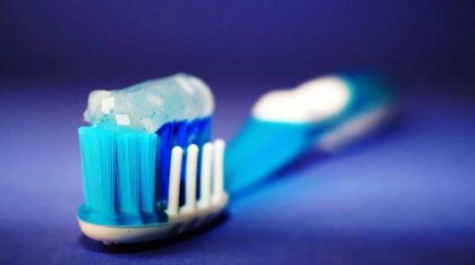 Çdo vajzë duhet t'i dijë këto truke me pastën e dhëmbëve