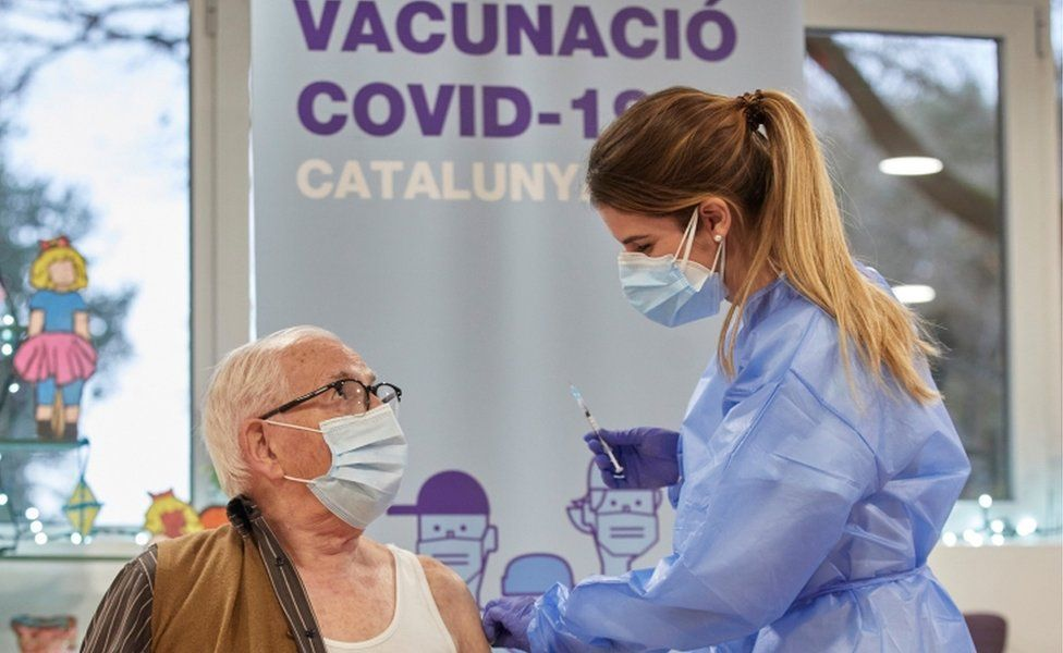 EMA i dha dritën jeshile, Spanja do të rifillojë përdorimin e vaksinës së AstraZeneca-s