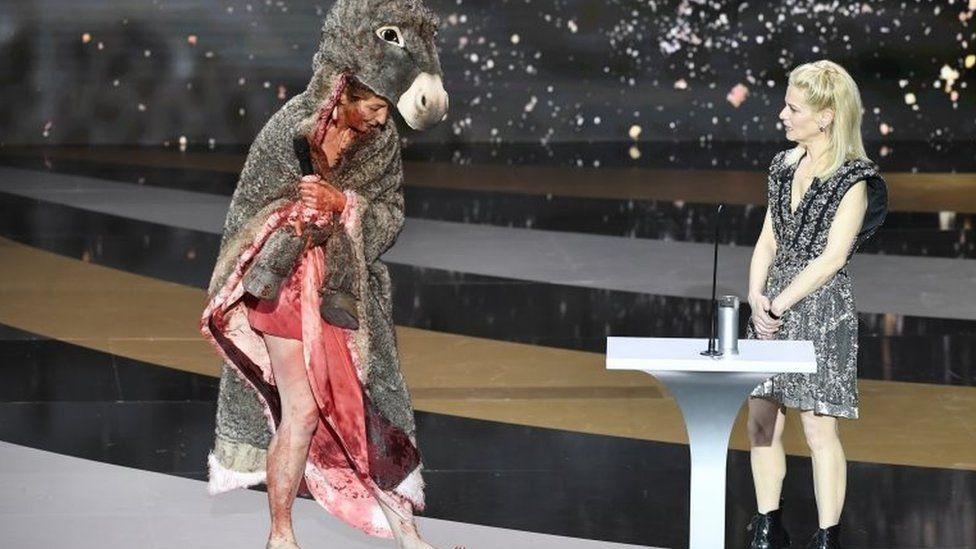"""Aktorja proteston lakuriq në ceremoninë e """"French Oscars"""""""