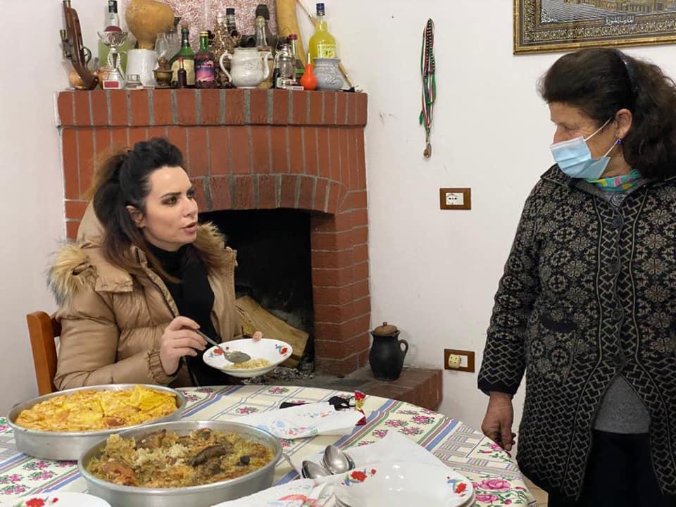 """""""Do ta provoj se s'bën"""", Grida Duma i shkon qytetares në shtëpi dhe i komenton gatimet"""
