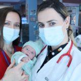Luftoi për 107 ditë me vdekjen, Manastirliu jep lajmin e mirë për foshnjen që lindi 500 gramë