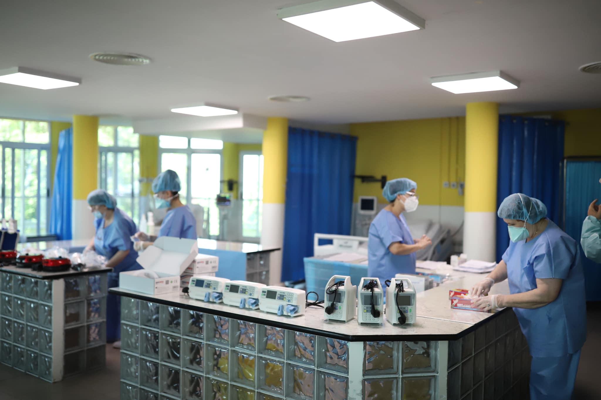 1 vit nga pandemia, Manastirliu: Mjekët nuk u dorëzuan, vaksina është drita në fund të tunelit