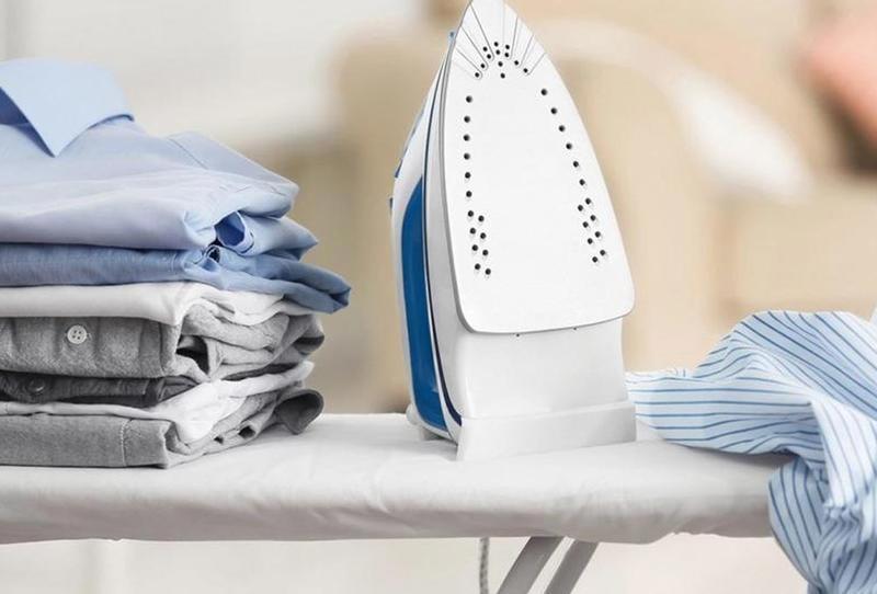 Një mënyrë e veçantë për pastrimin e hekurit të rrobave
