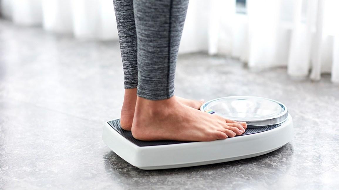5 gabime të zakonshme që njerëzit bëjnë kur përpiqen të humbin peshë