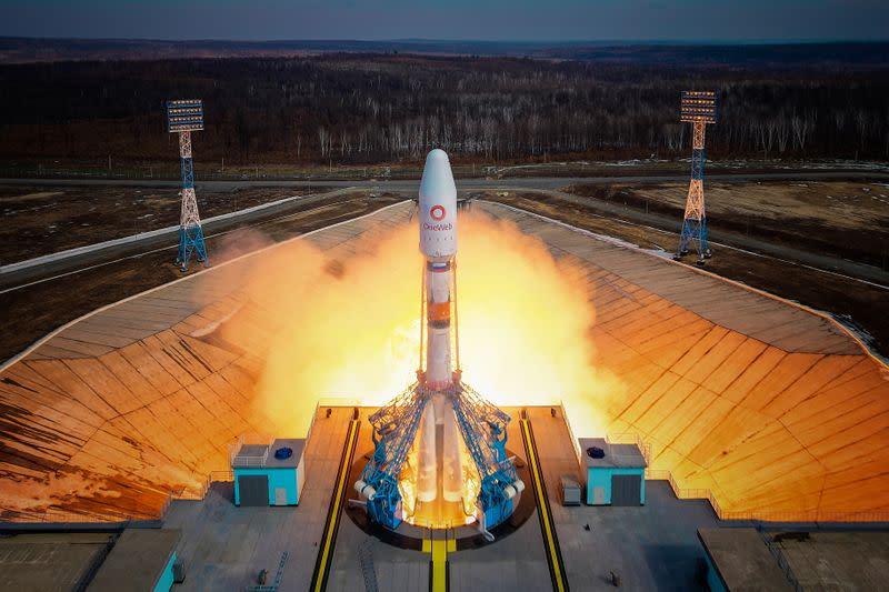 OneWeb lëshon 36 satelitë nga Rusia për të zgjatur orbitën e internetit