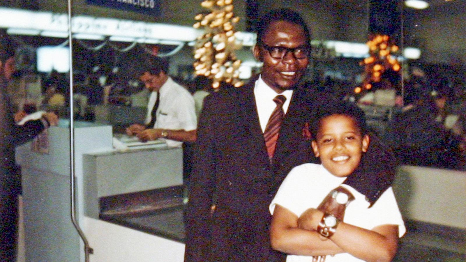 Prekëse/Barack Obama publikon foton e vetme me të atin: Ishte udhëtimi i parë dhe i fundit