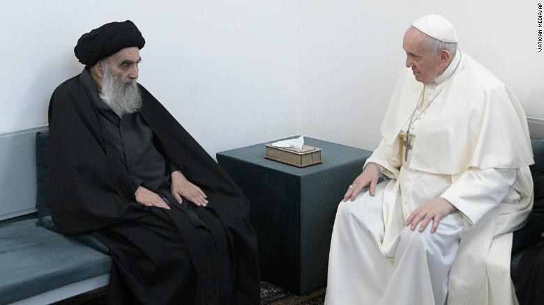Papa Françesku zhvillon takimin historik me klerikun shiit në Irak