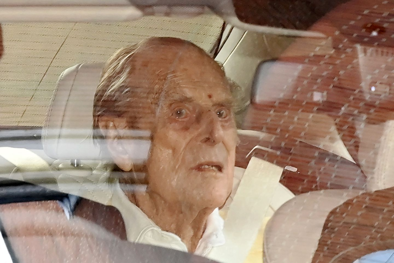 I dobët dhe në gjendje të shpërfytyruar, dalin fotot e Princ Philip kur lë spitalin