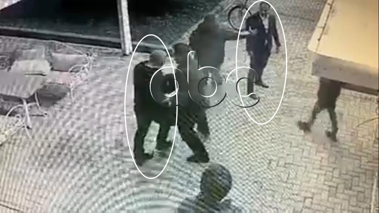 VIDEO-EKSKLUZIVE-Momenti i përplasjes mes ish-deputetit dhe biznesmenit në Elbasan
