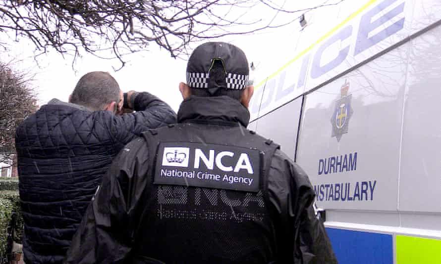 Vrau pronarin e bilardos dhe shokun në 1997 në Elbasan, shqiptari i shumëkërkuar kapet në Angli