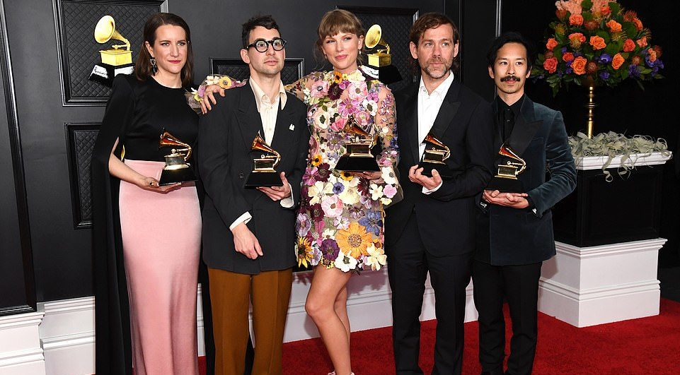 """Taylor Swift bën histori në Grammy, bëhet artistja e parë që fiton tre herë çmimin """"albumi i vitit"""""""