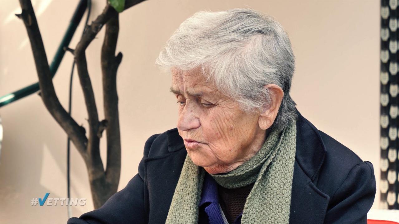 Pas tërmetit ngeli në mes të rrugës, 88-vjeçarja: Më kanë bërë biznesmene, nuk i di as kuptimin