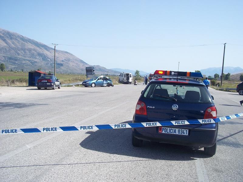 Përplasen dy makina në Fushë Krujë, lëndohet një 21 vjeçar