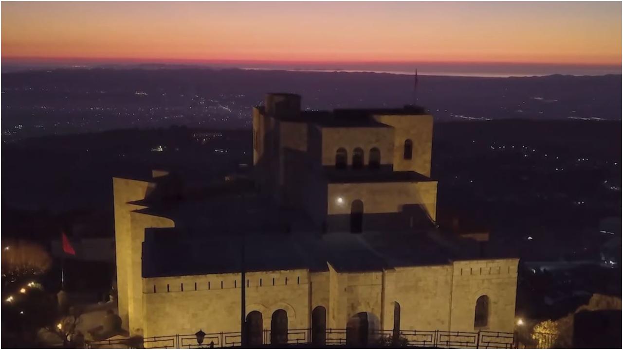 Rama nxjerr pamjet: Shikoni si ka rilindur Kalaja e Skënderbeut