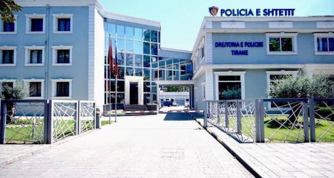 Sherr me sende të forta në Tiranë, shpallet në kërkim 30-vjeçari