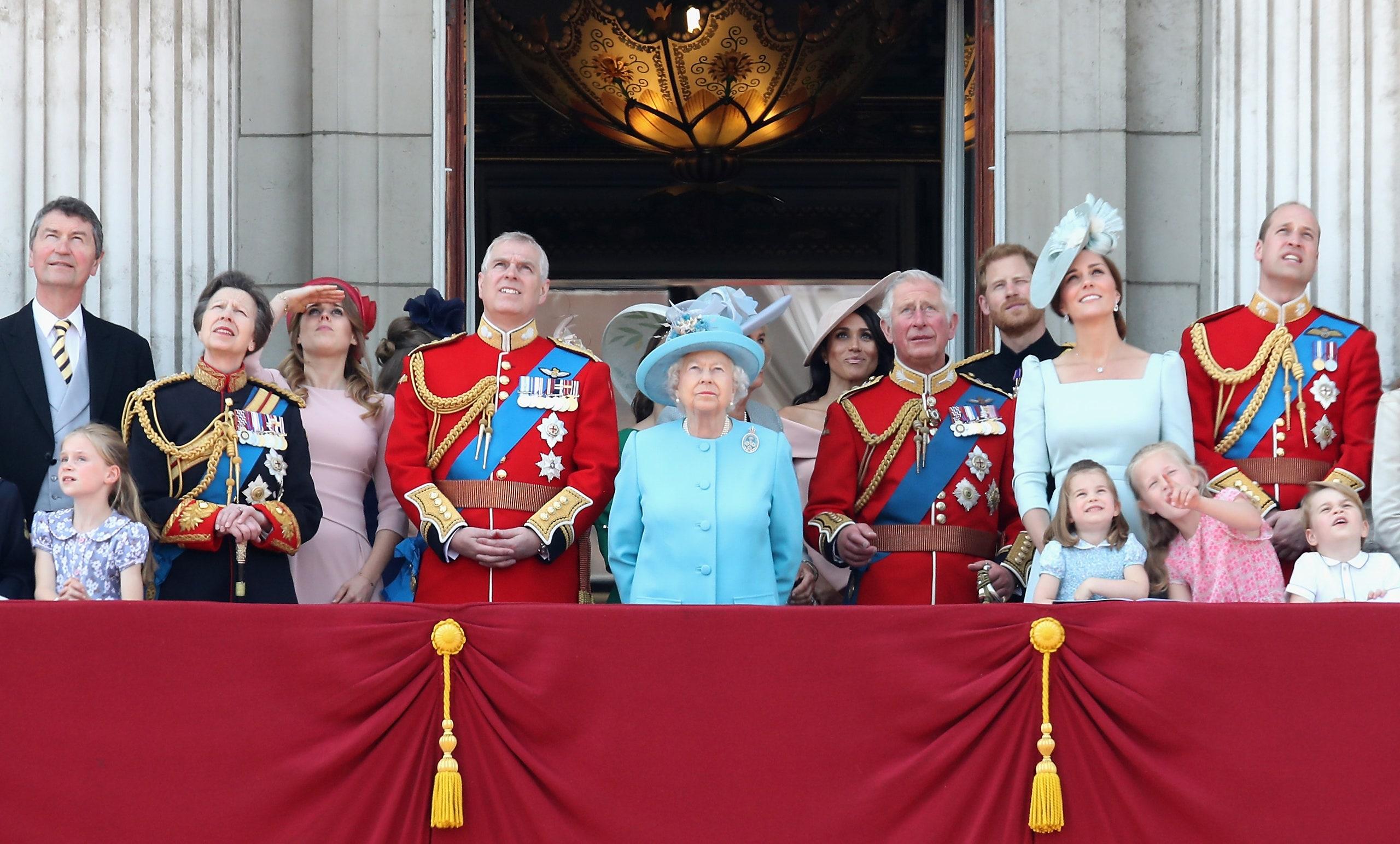 """""""Trooping the Colour"""", parada e ditëlindjes së Mbretëreshës anullohet për të dytin vit radhazi"""