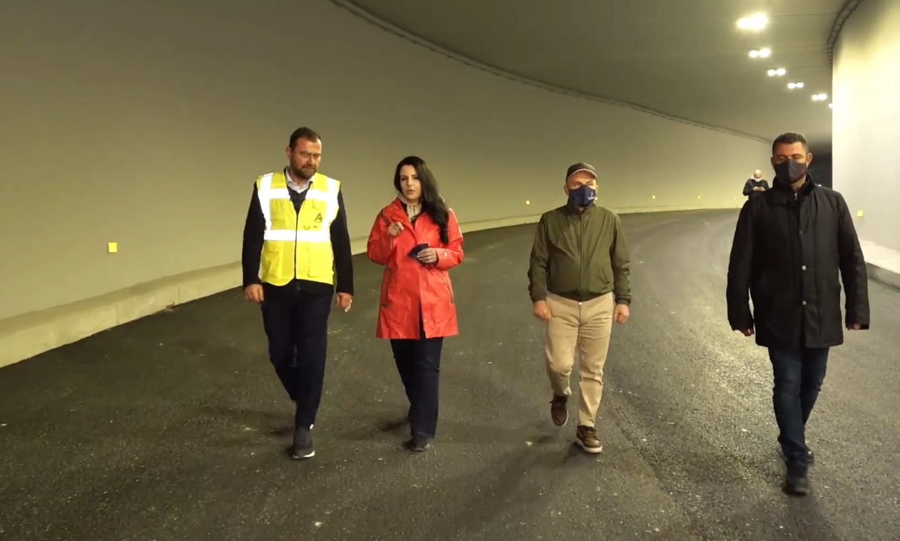 """Lehtësohet trafiku, hapet tuneli i radhës tek ish-sheshi """"Shqiponja"""""""