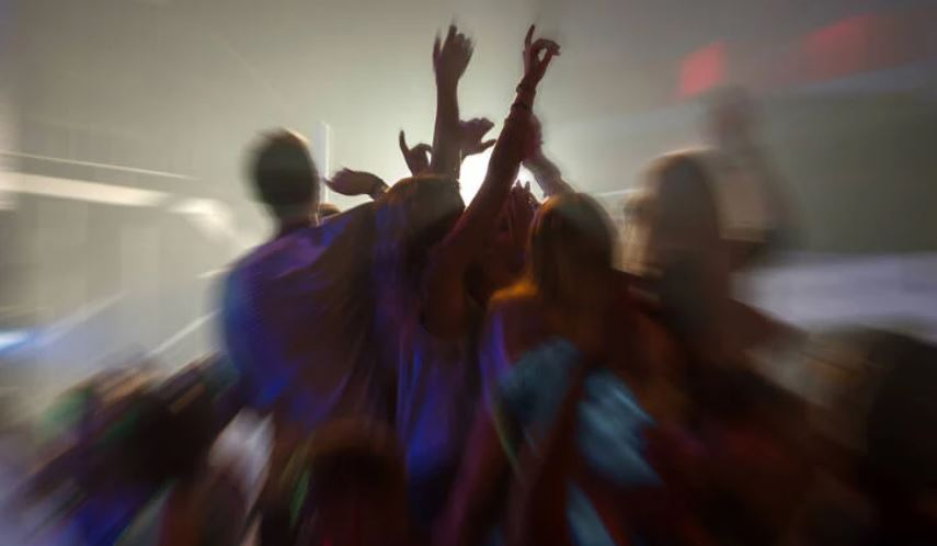 Britania: Po kërkojmë vullnetarë për t'u argëtuar në klube nate