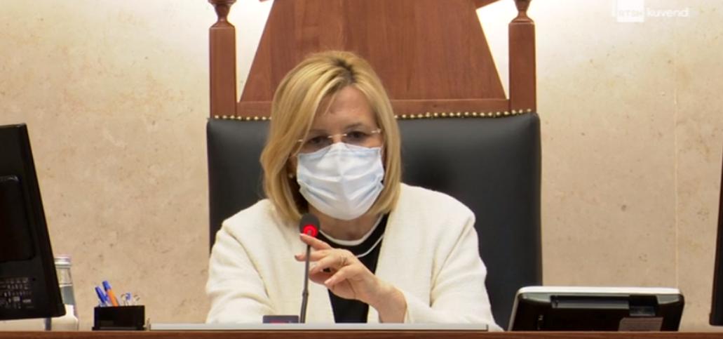 Deputeti i acaruar, Vasilika Hysi i kthehet Kujtim Gjuzit: Po bëni më keq se Ilir Meta sot