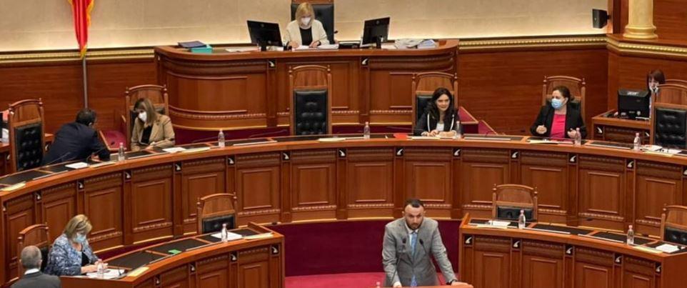 Deputeti i opozitës bëhet baba, zbulon emrin e veçantë që ka zgjedhur për të birin