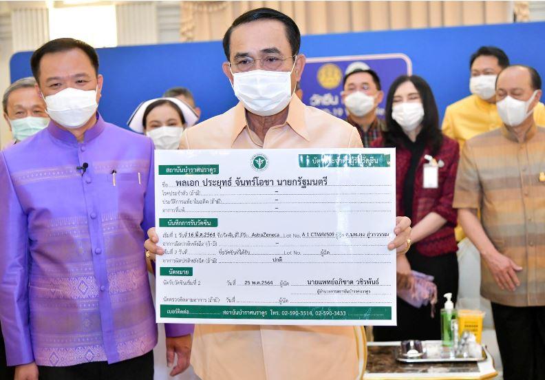 Kryeministri i Tajlandës vaksinohet me AstraZeneca