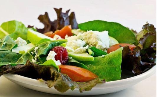 18 ushqime për humbjen e peshës që nuk përmbajnë kalori