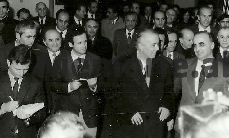 """""""Abuzove me korrektesën e shokut Manush"""", takimi i pazakontë i Enver Hoxhës dhe Kapos me Paçramin"""