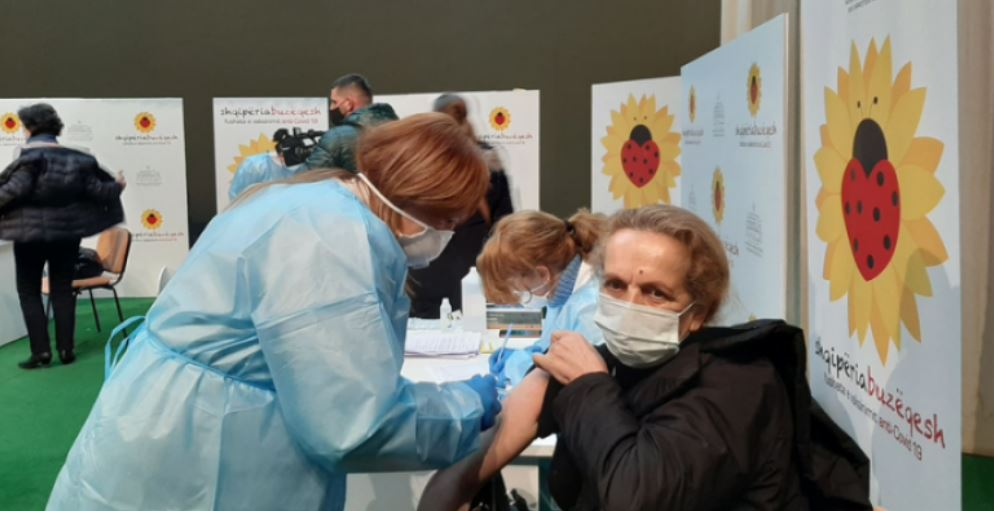 300 Kosovo doctors and nurses are vaccinated in Kukes, Syla: The process closes on Saturday