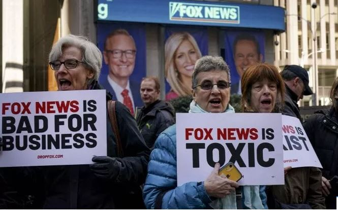 Gënjeshtrat e Trump për zgjedhjet i kushtojnë Fox News 2.7 miliard dollarë