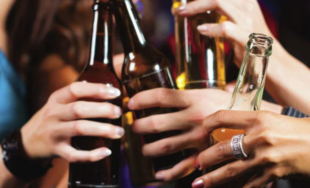 Alkool dhe muzikë, mblodhi shokët për festë në shtëpi, arrestohet shqiptari në Greqi
