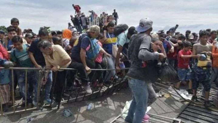 100 mijë të arrestuar në një muaj për emigracionin, Shtëpia e Bardhë: Trump, çnjerëzor
