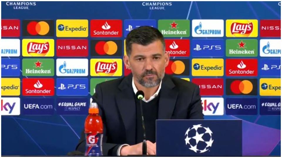 VIDEO/ Konferenca më e shkurtër, trajneri i Portos qëndron vetëm 50 sekonda