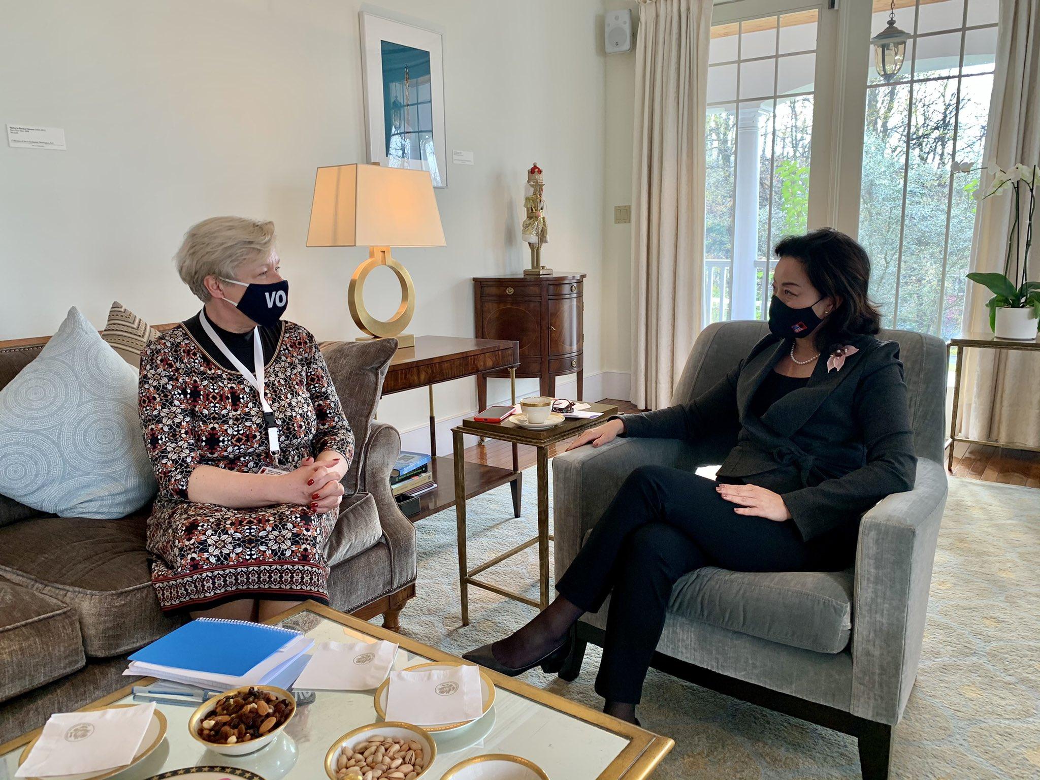 Ambasadorja amerikane takim me shefen e OSBE për vëzhgimin e zgjedhjeve në Shqipëri