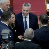 """Deputeti i opozitës parlamentare i bashkohet socialistëve, """"ngre në qiell"""" PS gjatë fjalimit"""