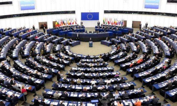 PE miraton raportin për Kosovën, mbështet liberalizimin e vizave