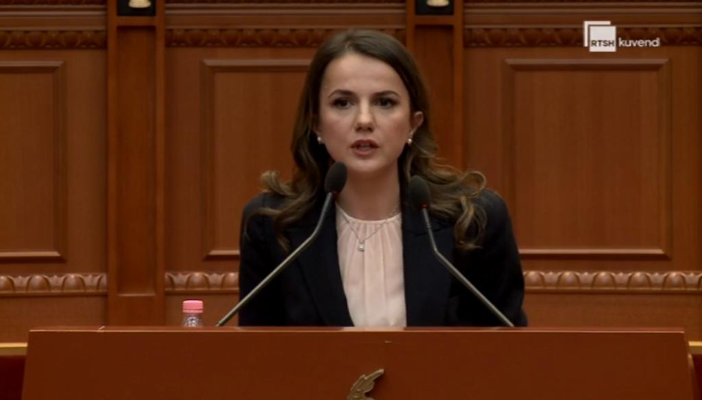 """""""Çfarë vaksinash?"""" Hajdari: Në 30 vite nuk keni siguruar minimumin për shqiptarët, ujë, drita e rrugë"""