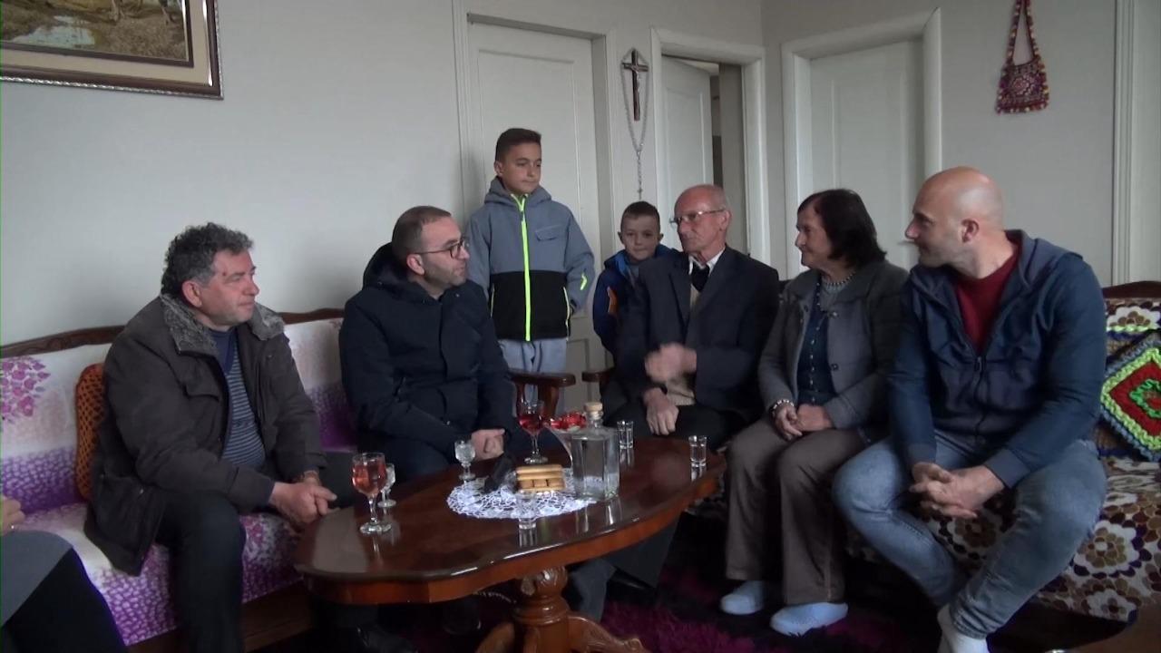 Bardhi me banorët në Gjinar: Të ndëshkojmë me votë politikanët që gënjejnë