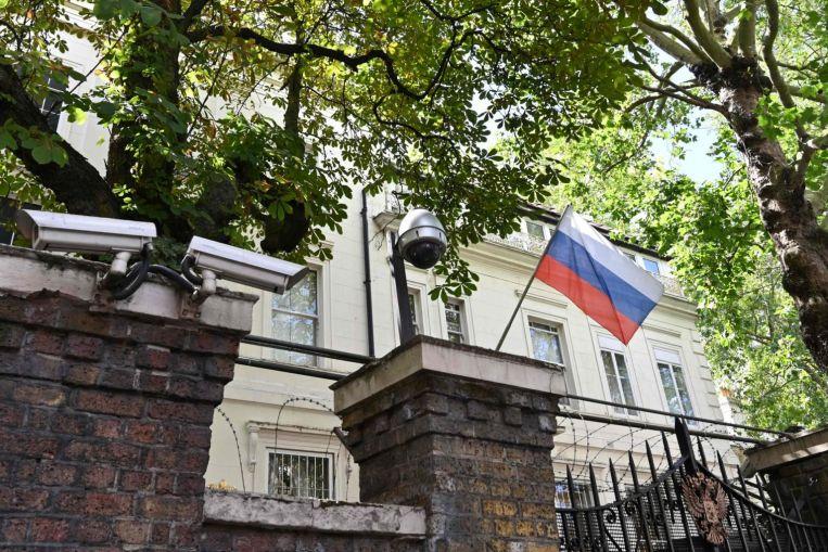 Italia dëbon dy zyrtarë rusë