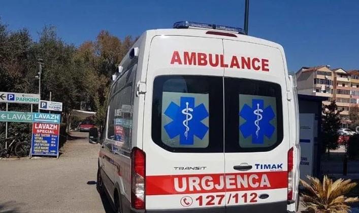 U rrëzua nga skela, në gjendje të rëndë në spital 55-vjeçari në Pogradec