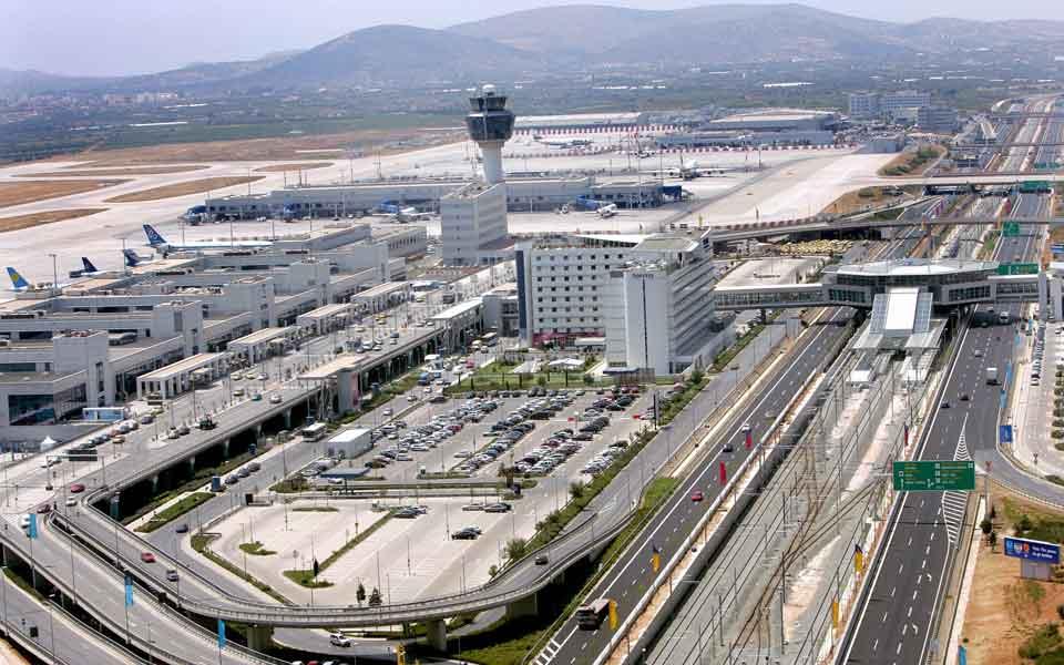 Greqia lehtëson masat për fluturimet nga Shqipëria, kushtet për të hyrë në territorin grek