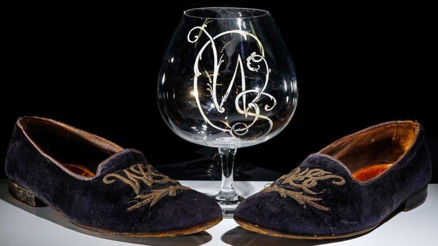 Këpucët e Churchillit shiten në ankand për çmimin marramendës